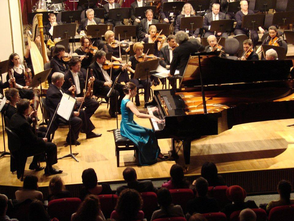 Pianista Daria Tudor și invitatele ei în Stagiunea de marți seara